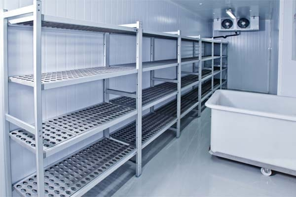 4 signs it's time for a commercial refrigerator service